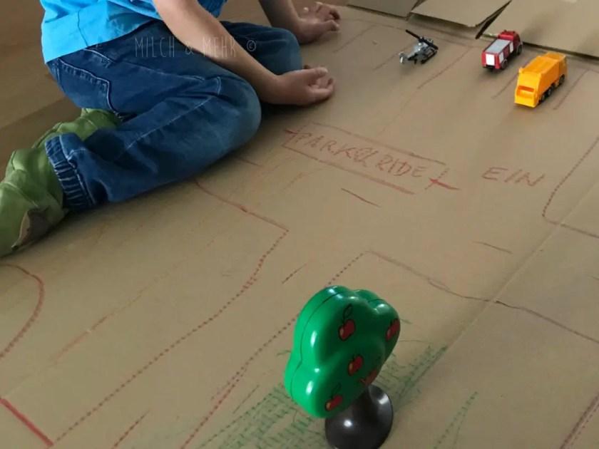 Kleinkind Beschaeftigung Pappkartons kostenlos