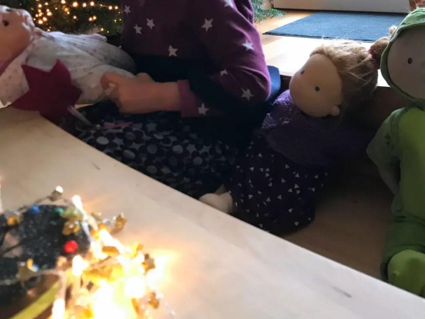 Spielidee Kleinkind Puppengeburtstag