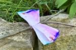 Schmetterling aus Kaffeefilter und Astgabel