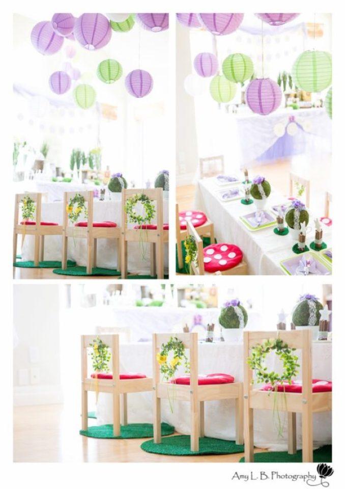 A mesa das fadinhas, com o detalhe das almofadas de cogumelo. Quem resiste?