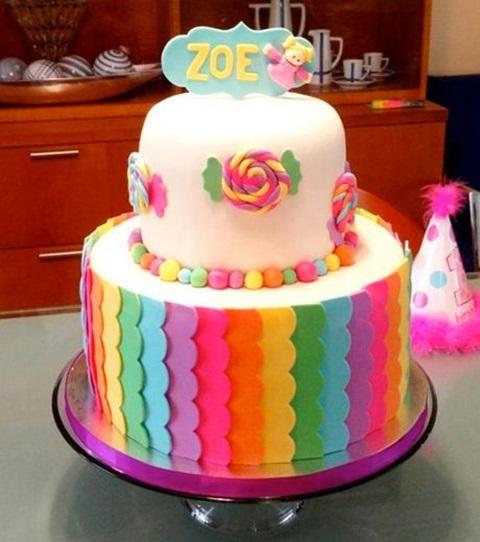 bolo de aniversario arco iris