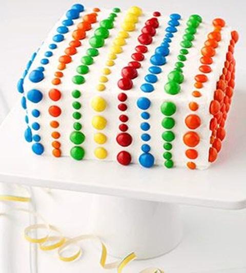 bolo de aniversario confeitos