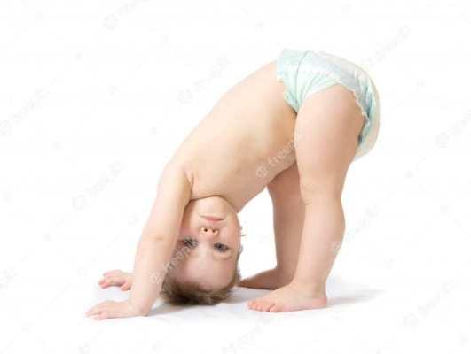 bebê de fralda descartável