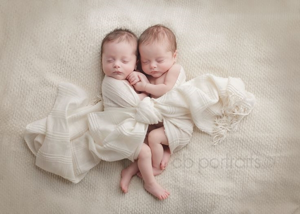 http://www.cbportraits.com/twice-the-sweetness-lancaster-newborn-twin-photographer