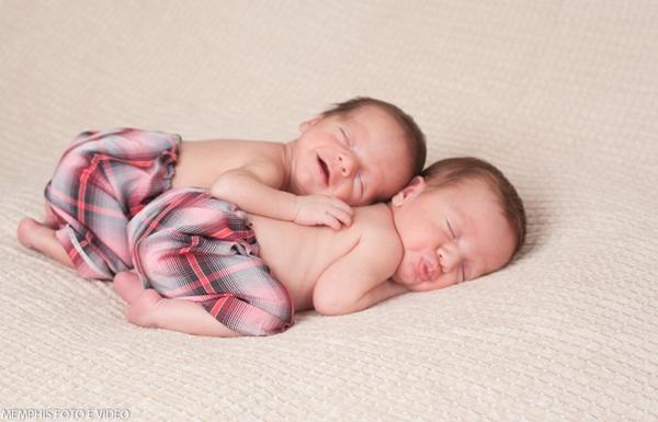 http://jofarahmemphis.wordpress.com/2014/01/07/newborn-gemeos-joao-e-alexandre-18-dias/