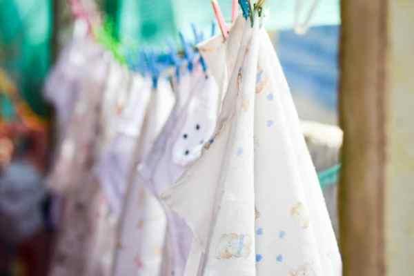 roupas do bebê no varal