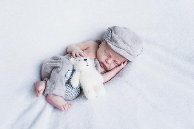 foto de recém nascido com ruído branco