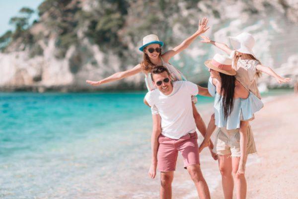 Brincadeira em familia na praia