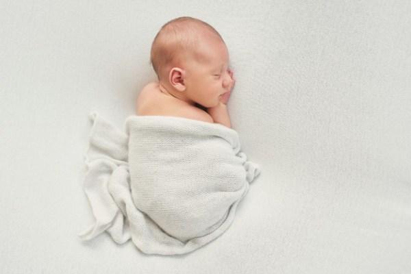 Recém nascido dormindo