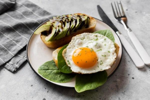 mulher que amamenta pode comer ovo