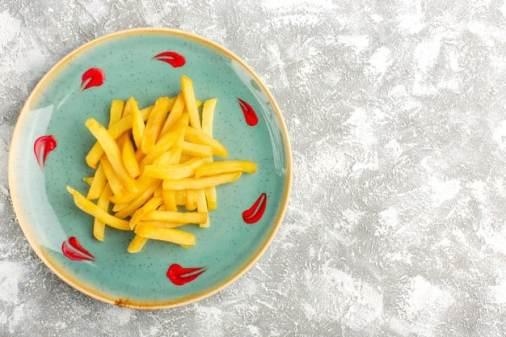 batata frita no prato