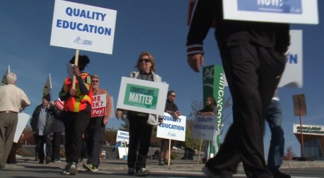 Talks resume between striking Ontario faculty and colleges