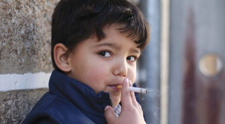 Epiphany tradition in Portugal  encourage kids to smoke