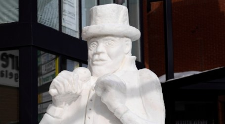 Family mourns death of sculptor by finishing frozen tribute to Gord Downie