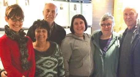 Família de Vancouver visita Galeria dos Pioneiros