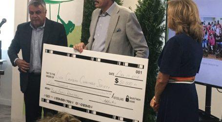 Família Belas entrega cheque de $ 50.000 ao Luso