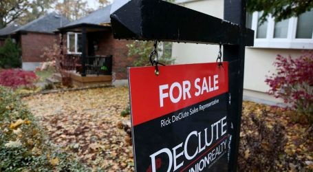 Average Canadian house price fell 5.5% in the past year, realtor group says