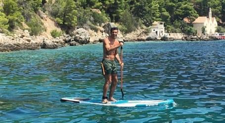 No Mar Adriático, Luís Figo exibe boa forma física aos 45 anos