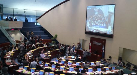 Toronto votes to challenge provincial bill that cuts city council in half