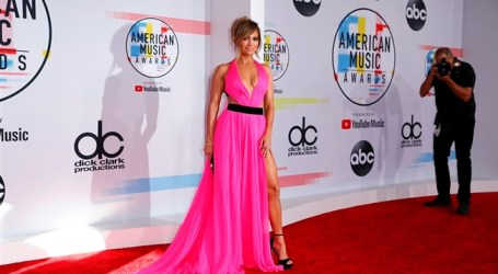 Glamour nos American Music Awards em noite de consagração de Taylor Swift