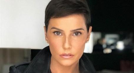 Deborah Secco corta cabelo em cena e muda radicalmente de visual