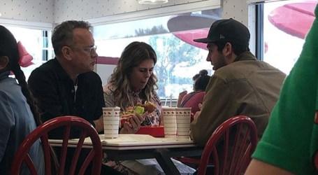 Tom Hanks surpreende fãs e paga-lhes o almoço