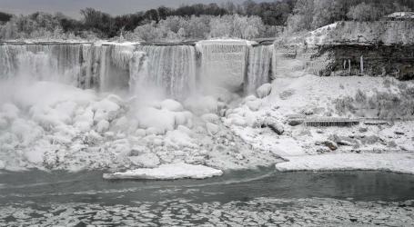 Imagens das cataratas do Niagara congeladas