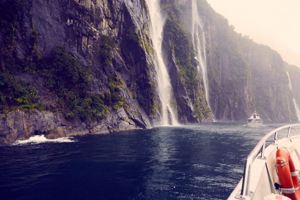 Milford Sound, Neuseeland, Weltkulturerbe, Fjord, Wasserfälle, Bootstour, Regen, regnerisch, bad weather, schlechtes Wetter, Wasserfall