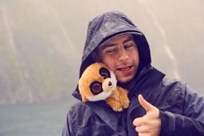 Regen, Ed das Erdmännchen, Reiseblog, Miles and Shores, Blog, Blogger, Maskottchen, maskot, super, Milford Sound, stark