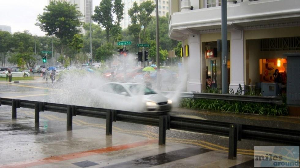 Wassermassen auf Singapurs Straßen