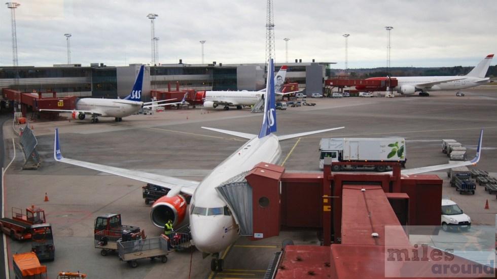 Blick auf das Vorfeld von der SAS Gold Lounge (Flughafen Stockholm)