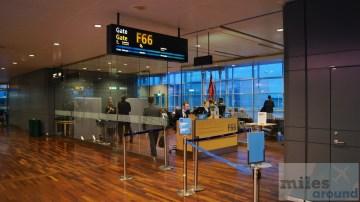 Gate F66 am Flughafen Stockholm