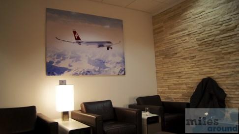 Sitzbereich in der SWISS Lounge am Flughafen Chicago