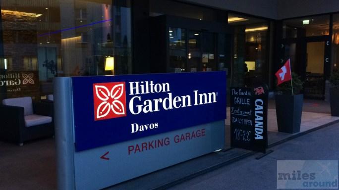 Eingang des Hilton Garden Inn Davos