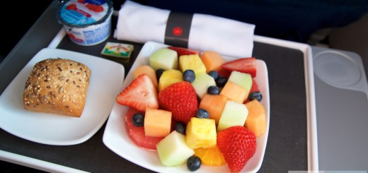 Frukost på Air Canada Business Class i Embraer ERJ-190