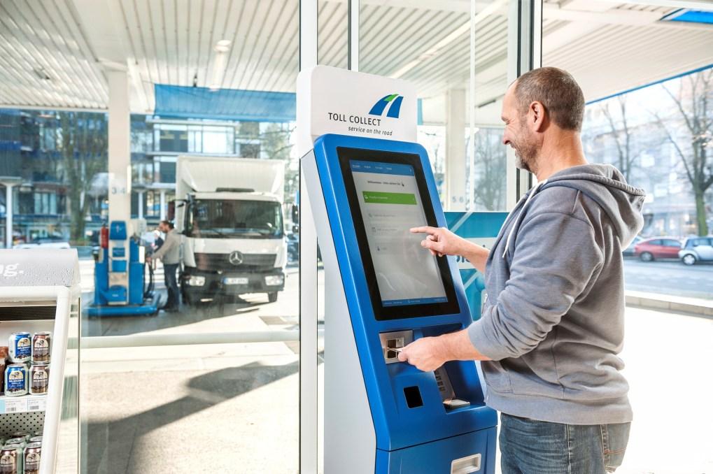 Manuelle Maut-Abrechnung am Terminal, ©Toll Collect GmbH