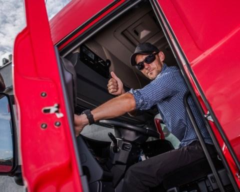 Fröhlicher Trucker