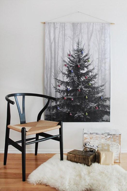 Un árbol de navidad en lámina para salones pequeños