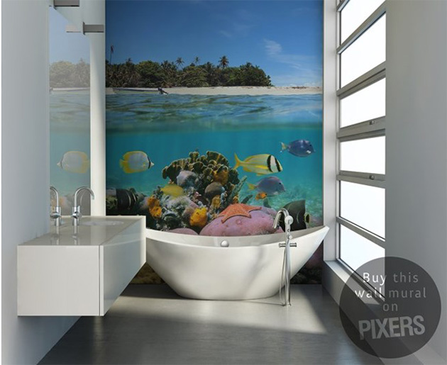 Duvar resmi ile süslenmiş çinisiz banyo