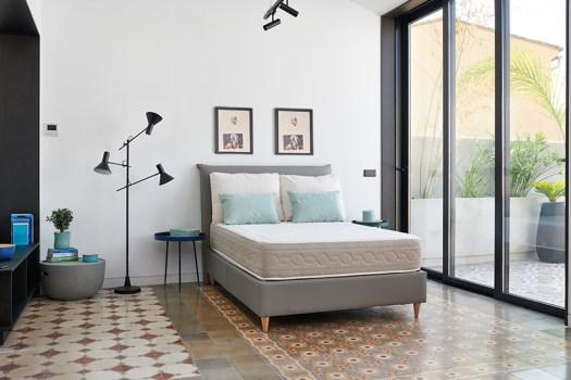 Canapé gris tapizado abatible de Max Colchón