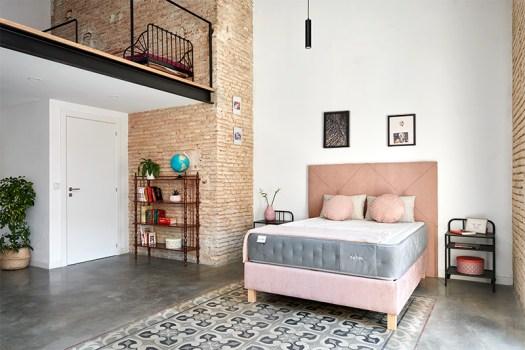Canapé rosa tapizado abatible de Max Colchón