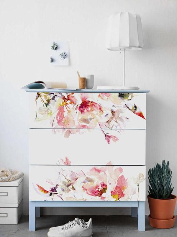 Vinil veya duvar kağıdı ile dekore edilmiş mobilyalar
