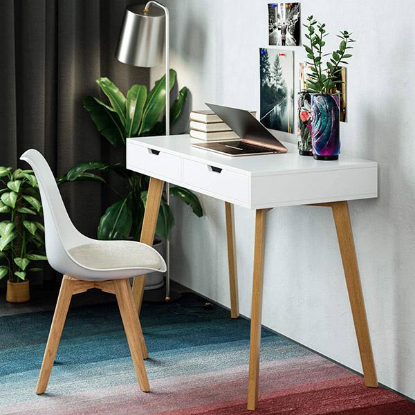 Beyaz ve ahşaptan İskandinav tarzı modern gençlik masası