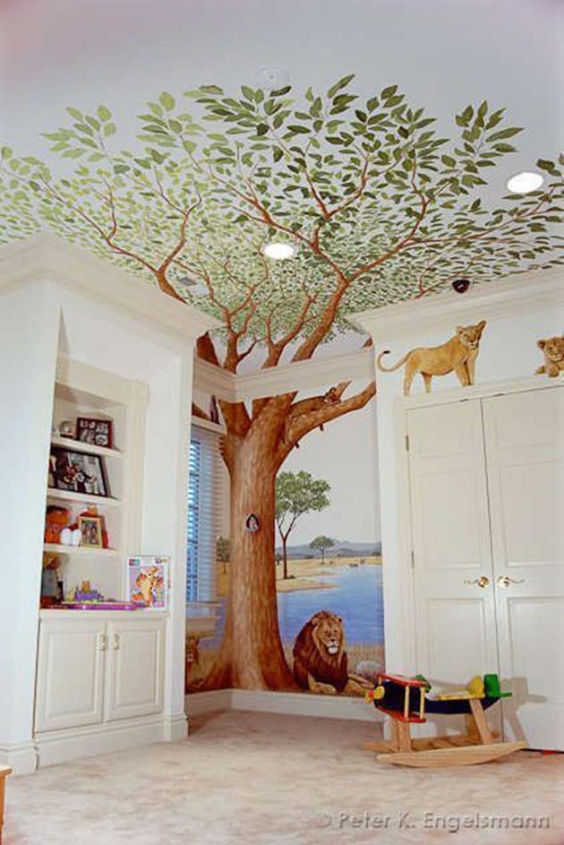 Çocuk yatak odasının duvarlarına ve tavanına boyanmış dekoratif duvar resmi
