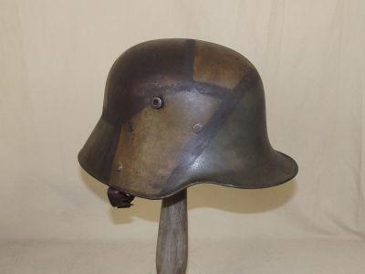 Deutscher Stahlhelm M1916 mit Buntfarbenanstrich von 1918