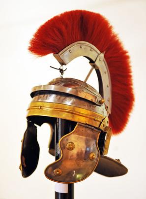 Römischer Helm mit Schweif aus Pferdehaar