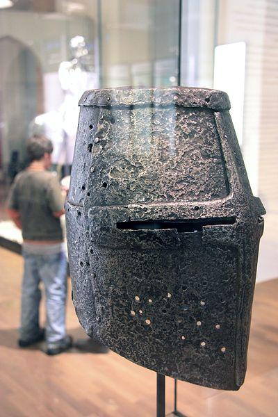 Topfhelm des 13. Jahrhunderts im Deutschen Historischen Museum in Berlin