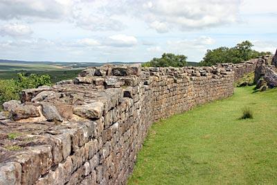 Heutige Überreste des Hadrianswalls in England