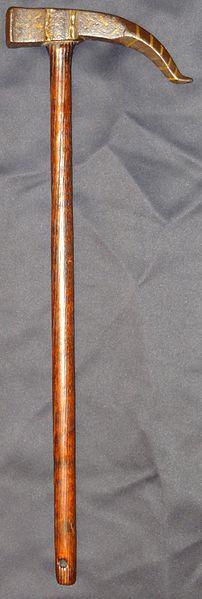 Kriegshammer mit Dorn von Samuraiantiqueworld – Eigenes Werk. Lizenziert unter CC BY-SA 3.0 über Wikimedia Commons