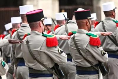 外国军团参加游行制服